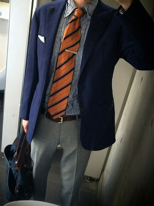スーツが上下別、色違いはあり?なし?上下別×色違いのスーツ着用時のビジネスマナー 2番目の画像