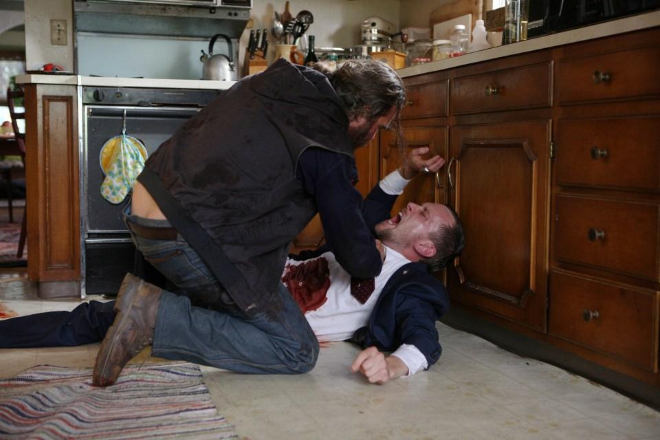 「ビューティフル・デイ」右手にハンマー左手に鎮静剤を持った必殺仕事人演じるホアキン・フェニックスがやばい! 3番目の画像