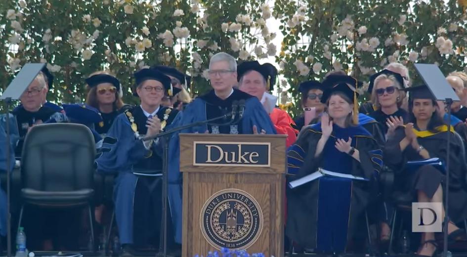 スティーブ・ジョブスの後継者ティム・クック「現状を否定し勇猛果敢に挑むこと」デューク大学卒業式スピーチ 2番目の画像