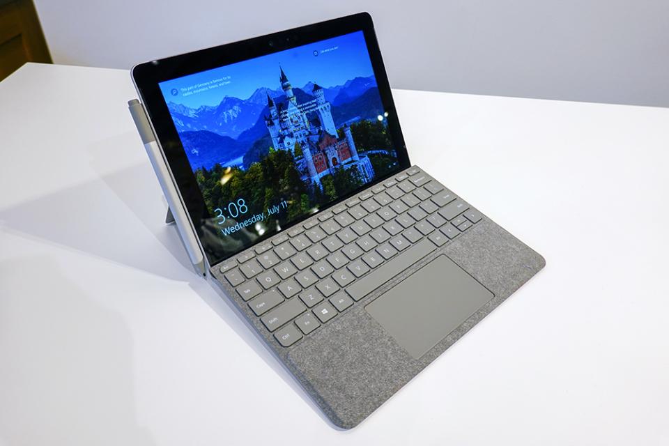 西田宗千佳のトレンドノート:Surface Goはなぜ「日本だけ高く感じる」のか 1番目の画像