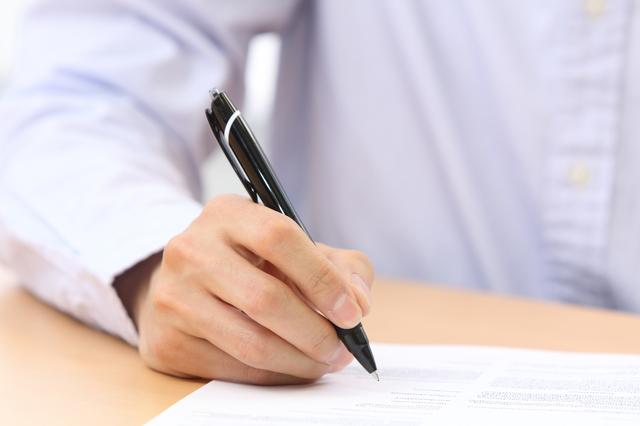 三つ折りの履歴書を封筒に入れるときの正しい向きは?履歴書の三つ折り方法・入れ方を解説 2番目の画像