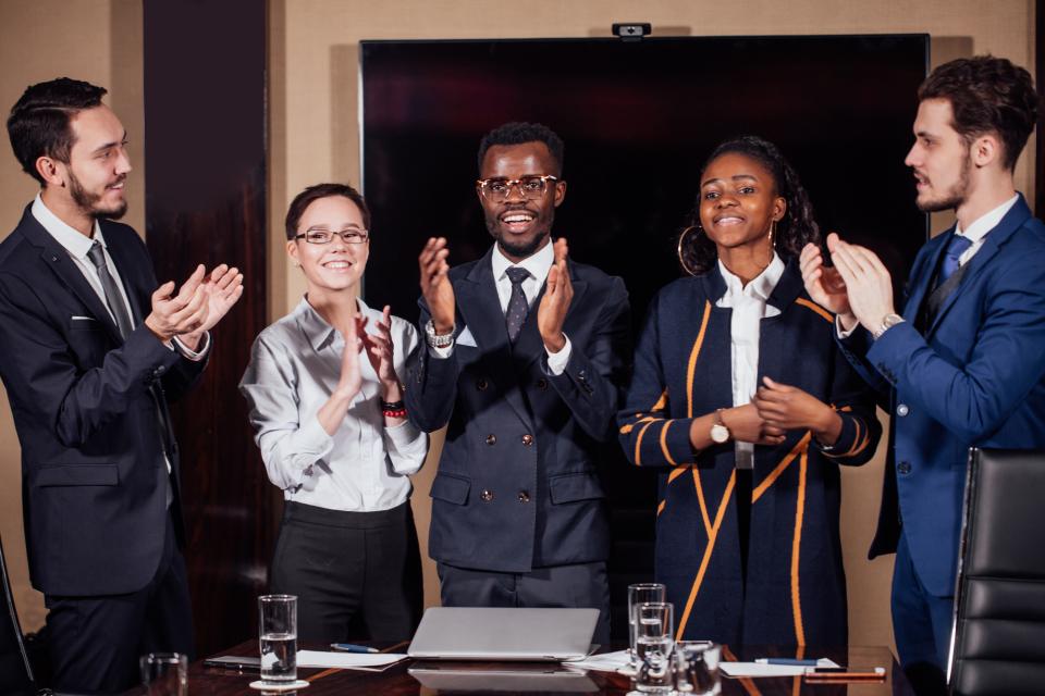 マイナスな印象を抱かせない!社内の「表彰」で挨拶をする際に心がけるべき3つのコト 2番目の画像