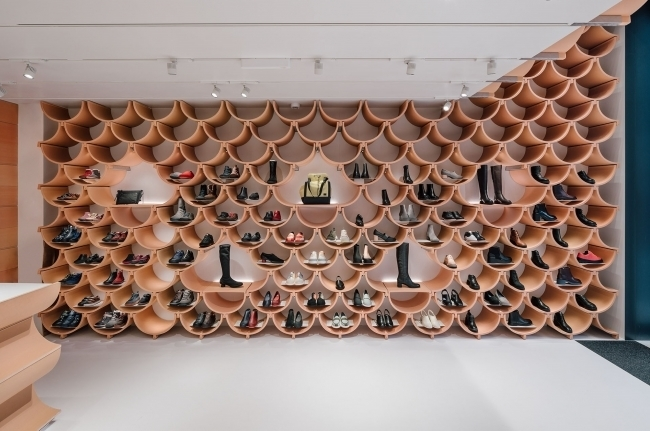 """建築家 隈研吾氏が手掛けたバルセロナのCAMPERショップ""""Together Store""""がオープン 1番目の画像"""