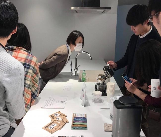 新しい社内コミュニケーションツール「Crack Barista」の誕生!バリスタのハンドドリップコーヒーをオフィス内で楽しむことで職場環境を向上へ 3番目の画像