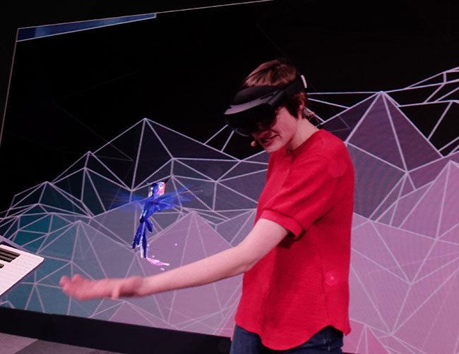 西田宗千佳のトレンドノート:マイクロソフトがHoloLens 2を「モバイル関連展示会」で発表する意味   3番目の画像