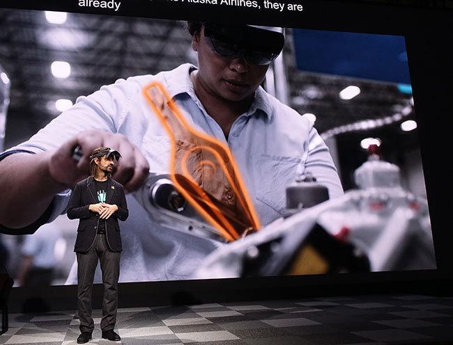 西田宗千佳のトレンドノート:マイクロソフトがHoloLens 2を「モバイル関連展示会」で発表する意味   6番目の画像