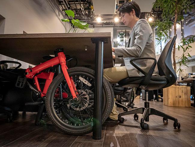 デスク下にも収納できる電動自転車「Qualisports」が日本初上陸 3番目の画像