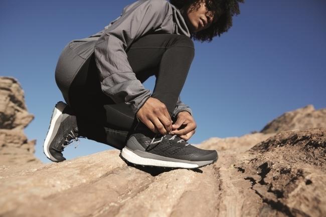 仕事脳をオフにして自然のエネルギーをチャージせよ。adidas TERREX初のBOOST搭載ハイキングブーツが発売 1番目の画像