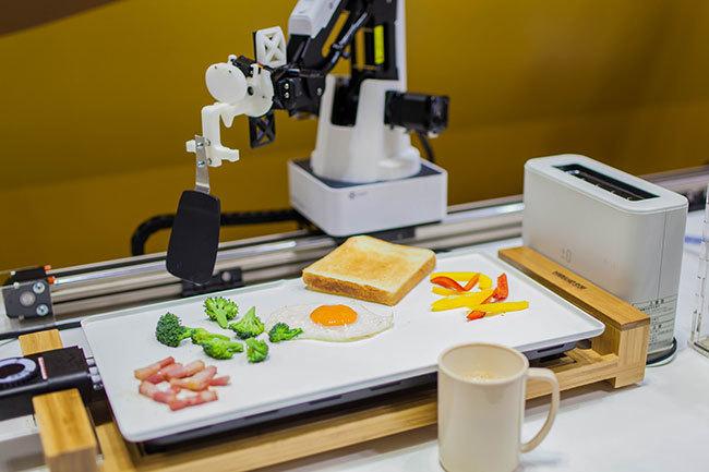 目覚めるとそこにできたての朝食が…。東大生チームが作った「朝食調理ロボット」がSXSWに登場 1番目の画像