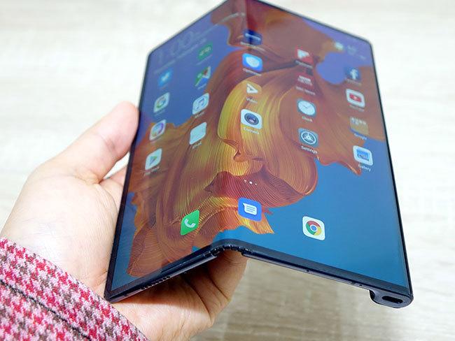 石野純也のモバイル活用術:ファーウェイが折りたたみ型スマホ「Mate X」を発表。「Galaxy Fold」との違いとは 1番目の画像
