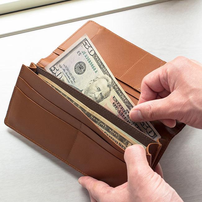 会計シーンを端正にスマートに魅せる機能的なレザーロングウォレットが誕生  2番目の画像