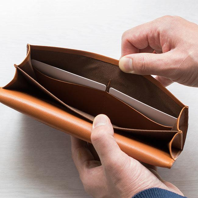 会計シーンを端正にスマートに魅せる機能的なレザーロングウォレットが誕生  5番目の画像