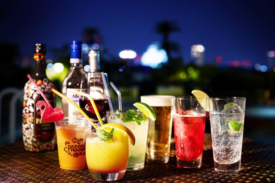これぞ大人の夜遊び。大阪城の絶景が望めるプールサイドビアガーデンが5月10日にオープン 3番目の画像