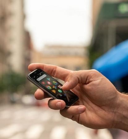 世界初!カードサイズの小さな小さなSIMフリースマートフォンが+Styleから登場。Androidの「Palm Phone」、4月24日より発売開始 1番目の画像