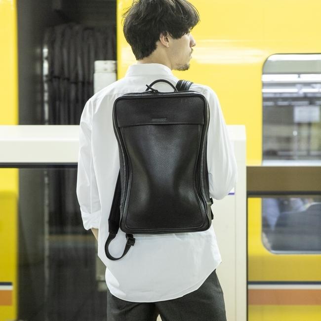 これぞ機能美!新登場の超薄型バックパック「Commuters」は、都市型ミニマリストに必携の通勤アイテムだ  3番目の画像