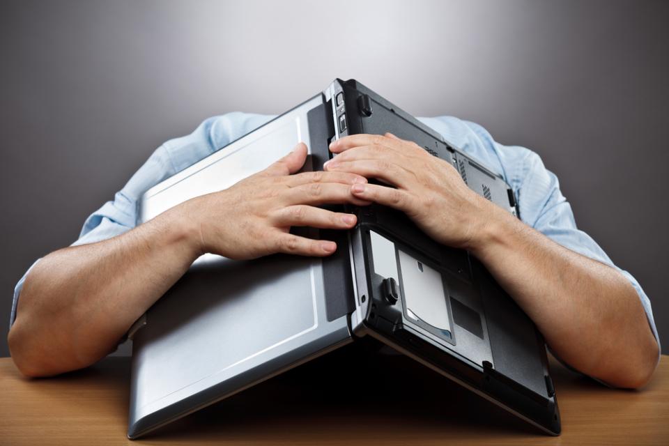 年間1人あたり550時間が「名もなき仕事」に費やされている?!時短のカギを握るのは社内FAQ  1番目の画像