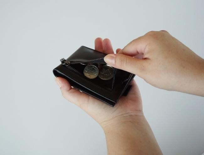 ミニマリストのためのお財布。お札、コイン、カードが入って超薄型の二つ折り財布「Arc Clipfold」 6番目の画像