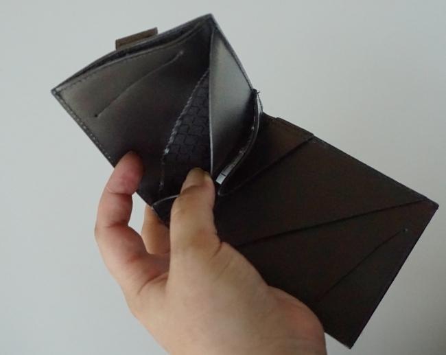ミニマリストのためのお財布。お札、コイン、カードが入って超薄型の二つ折り財布「Arc Clipfold」 7番目の画像