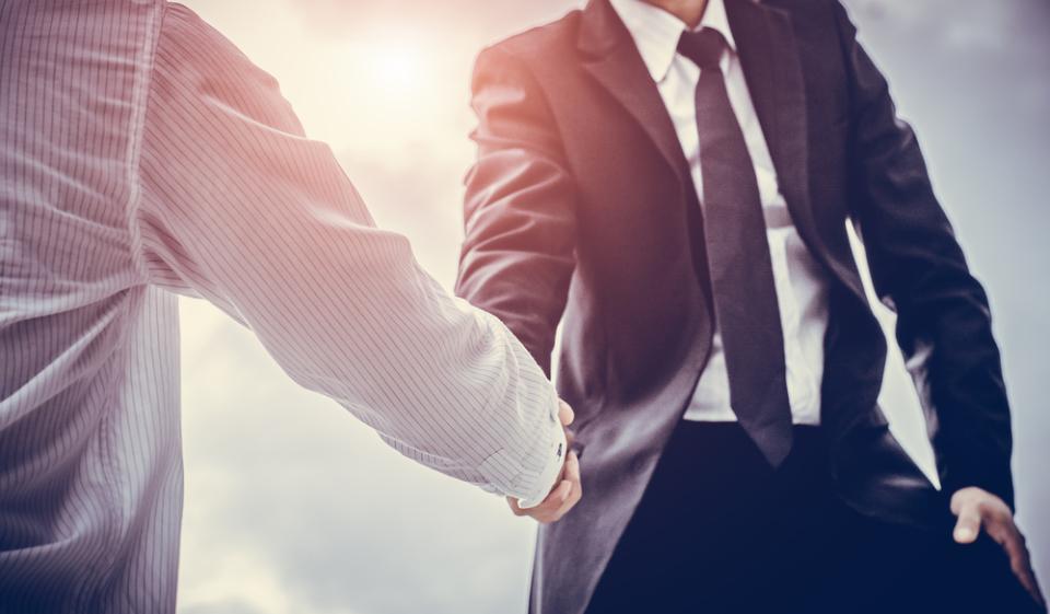 顧客攻略力を強化したい営業担当必見。参加無料のオンラインセミナー「場当たり的営業・属人的営業から戦略営業へ変革する方法」が開催 1番目の画像