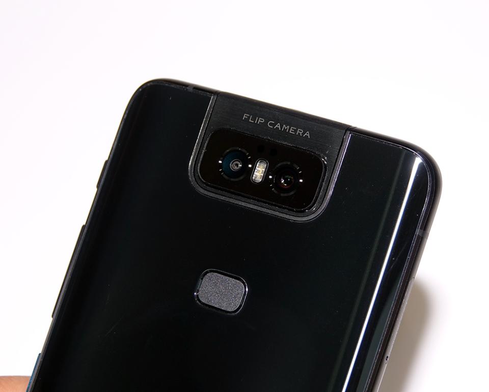 フリップカメラ搭載!ASUSのSIMフリースマホ「ZenFone 6」は意外とコスパがいい!?【石野純也のモバイル活用術】 2番目の画像