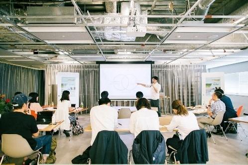 デザイン&プロデュースができる地域の人材を育成するプロジェクト「ふるさとデザインアカデミー」、「rooms39」にブース出展 2番目の画像