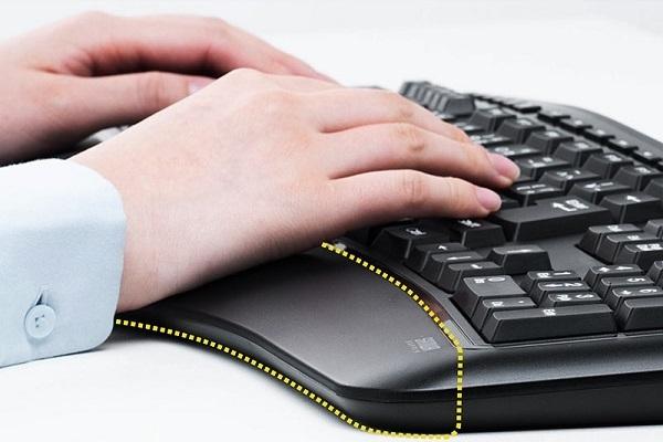 ・人間工学に基づいた「V字型キーボード」が登場、自然な姿勢で肩こりや疲労を軽減へ 5番目の画像
