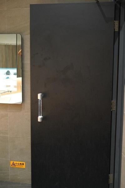 【確認中】公共トイレで自ら消毒する「ドアの取っ手」が話題 2番目の画像
