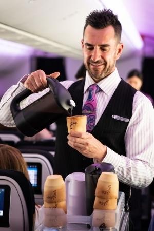 ニュージーランド航空が「食べられるコーヒーカップ」を試験的に導入 2番目の画像