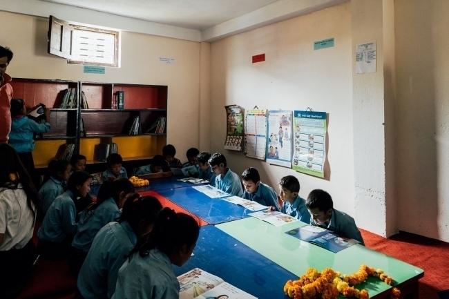 アールイズ・ウエディング、ネパールの学校に図書館を設置 4番目の画像