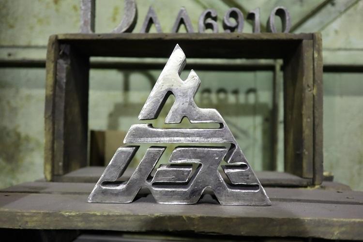 御社のロゴを「極厚鋼材」で作りませんか?創業54年の中山熔断、熟練職人によるメタルフレーム制作を開始 3番目の画像