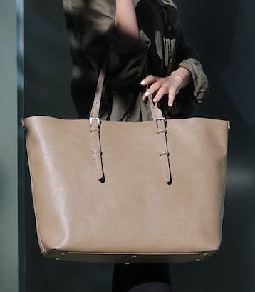 ビジネスからプライベートまで幅広く使える「軽量トートバッグ」が登場 2番目の画像