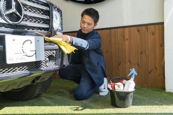「スーツに見える作業着」が高級中古車販売業に初導入、フォーマル感と機能性の両立で効率化 2番目の画像