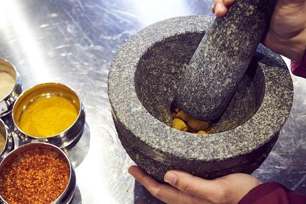 ハウス食品が「スパイスクレヨン」を開発、製品に適さない原料の有効活用に挑んだチームの工夫と熱意とは 5番目の画像