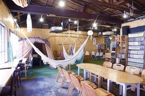 三鷹に「アウトドア気分を楽しめるコワーキングスペース」がオープン!ハンモックに揺られながら仕事も 1番目の画像