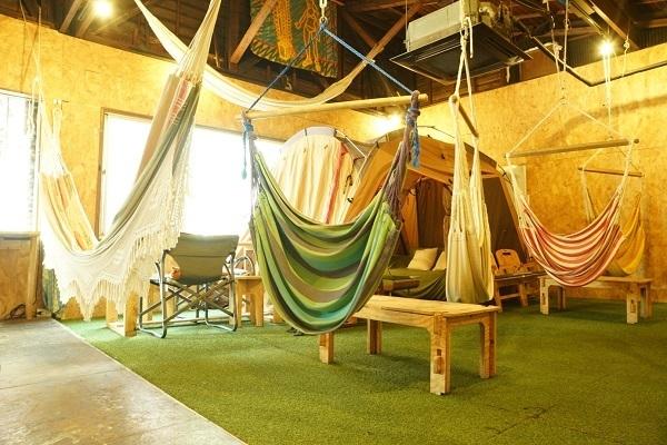 三鷹に「アウトドア気分を楽しめるコワーキングスペース」がオープン!ハンモックに揺られながら仕事も 2番目の画像