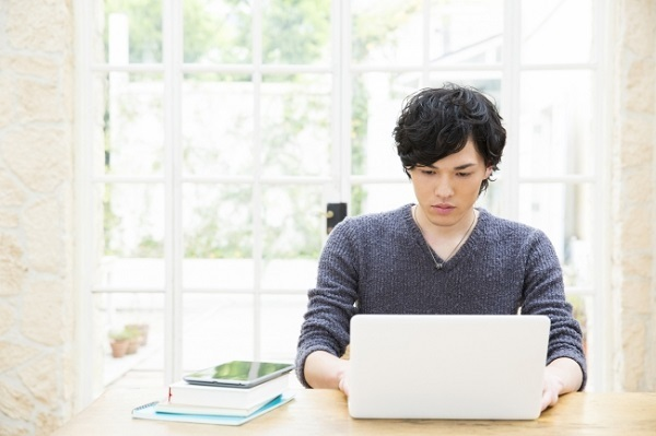 先輩経営者おすすめの「起業準備」とは?起業を考えている若者と経営者、計1048人に調査|レボ調べ 1番目の画像
