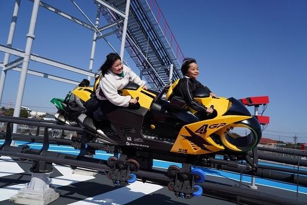 """「心の準備はできたか?Let's Ride!」日本初""""バイク型コースター""""導入に込めた担当者の熱意と原動力 1番目の画像"""