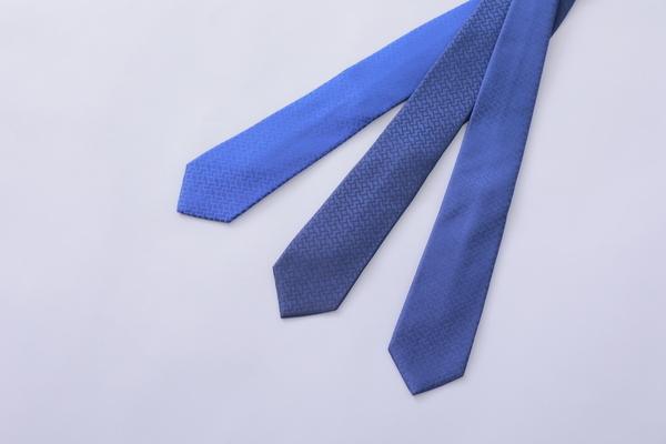 博多織ブランドOKANOから、紋様に平和を願う祈りを込めたネクタイ「衿結」が登場 1番目の画像