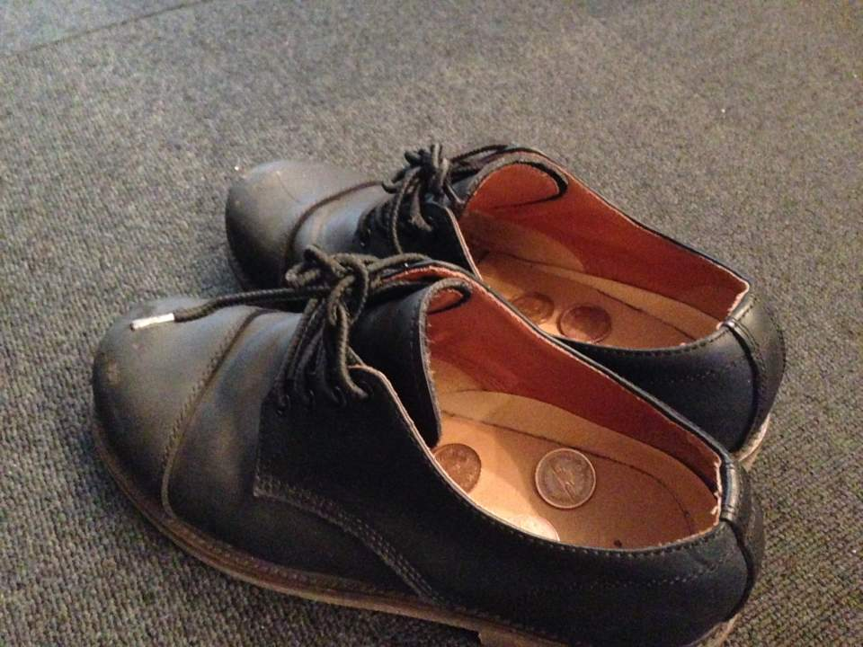 雨の日の靴の臭いとはおさらば!家庭にあるグッズで靴を消臭する方法 2番目の画像