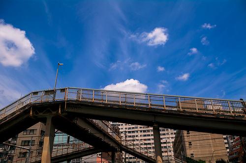 「空はなぜ青いの?」と考えてみよう!日頃から簡単に出来る「逆算力」のトレーニング方法 1番目の画像