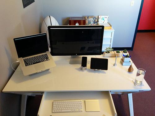 """""""商売道具""""だからこそきちんと選ぼう!ビジネスマンに最適な「ノートパソコン」選びのポイント 1番目の画像"""