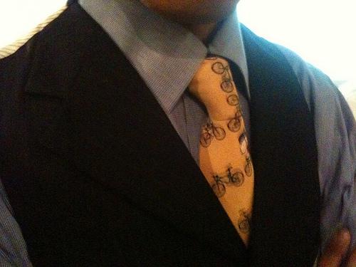 ビジネスシーンで身に付けるネクタイでマナー違反となる柄 1番目の画像